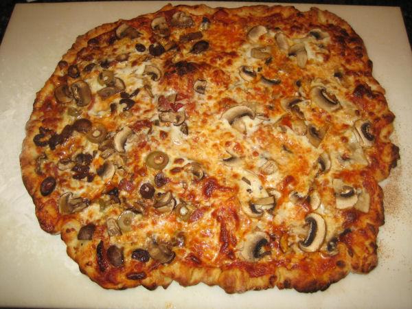 making mushroom pizza